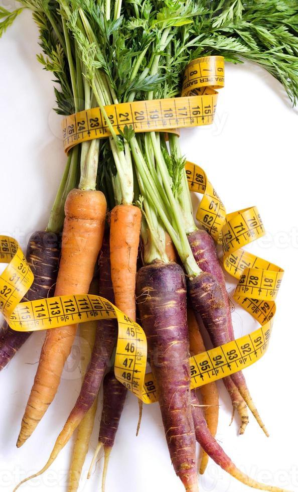 zanahorias orgánicas frescas del arco iris foto