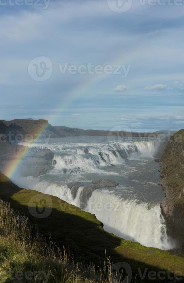 cascada de gullfoss de islandia y un arco iris foto