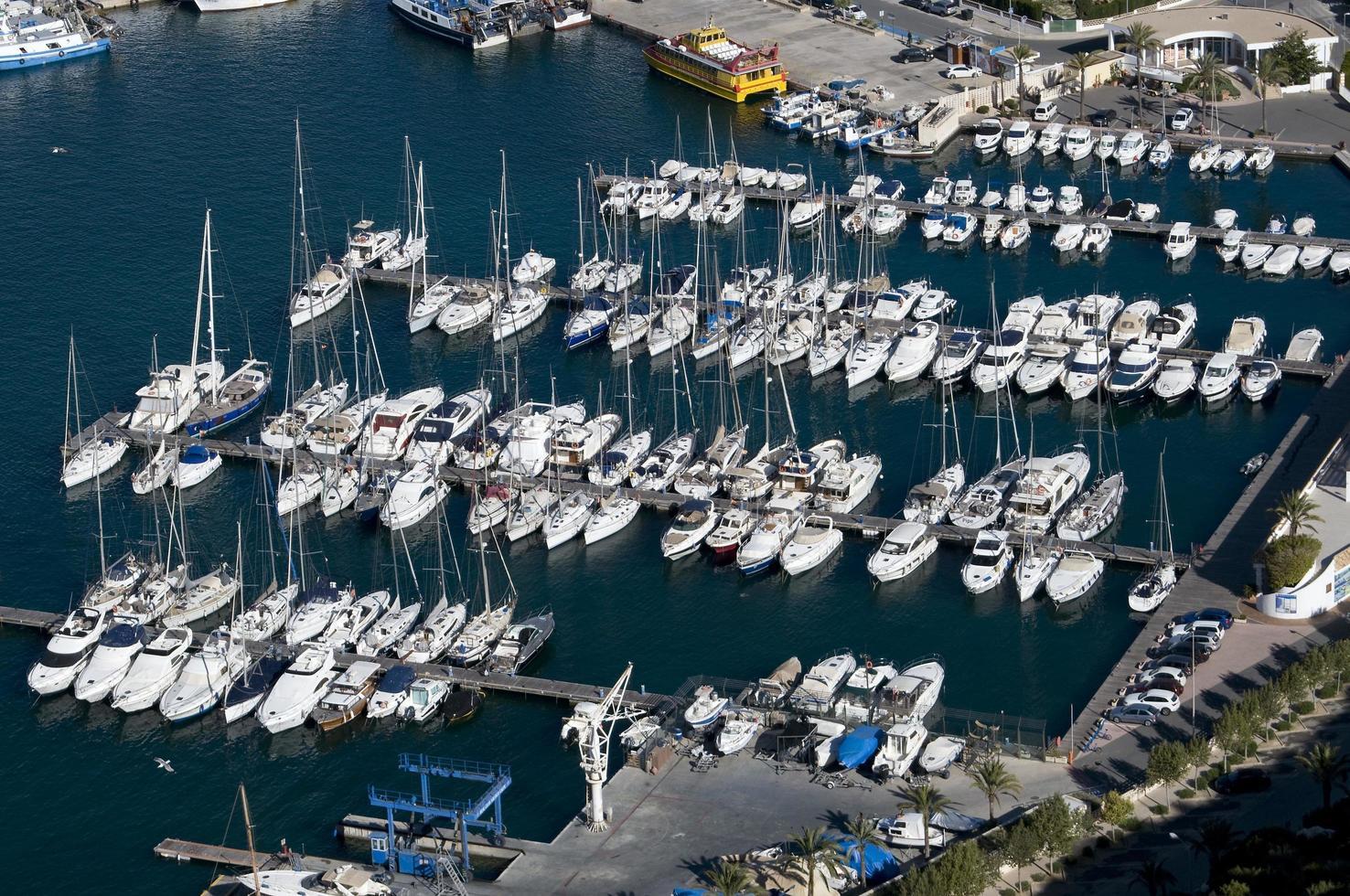 yachts dans la marina photo