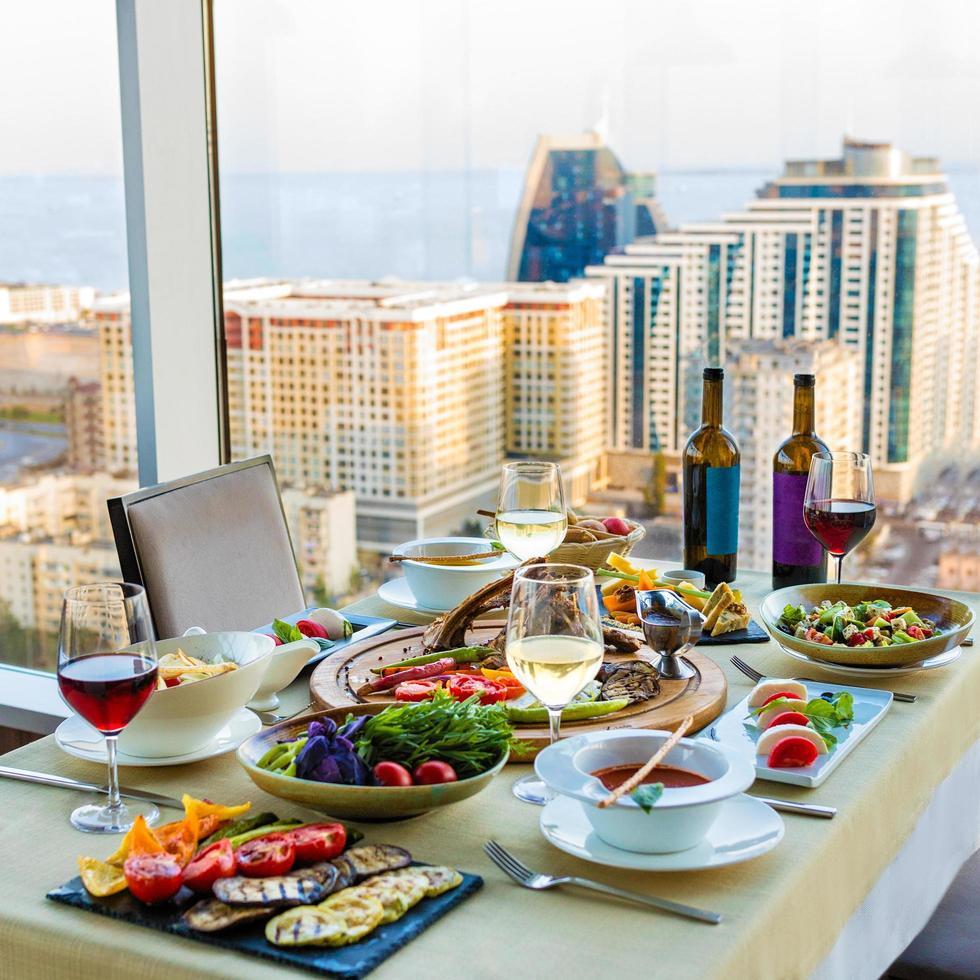 beau repas sur la table photo