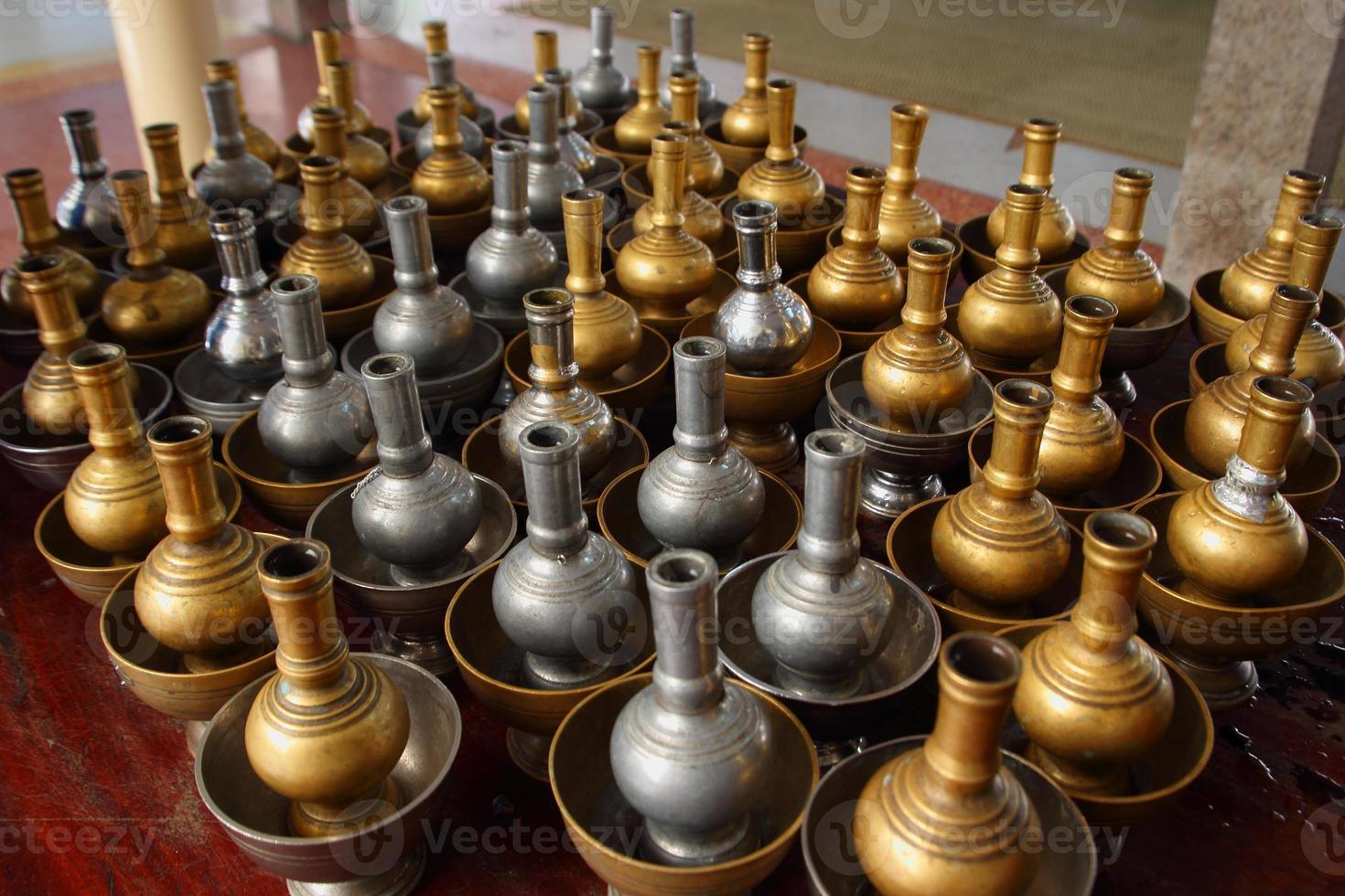 vase pour eau pour rituel thaïlande photo