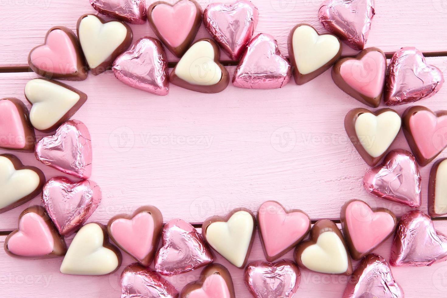 bunte Pralinen in Herzform foto