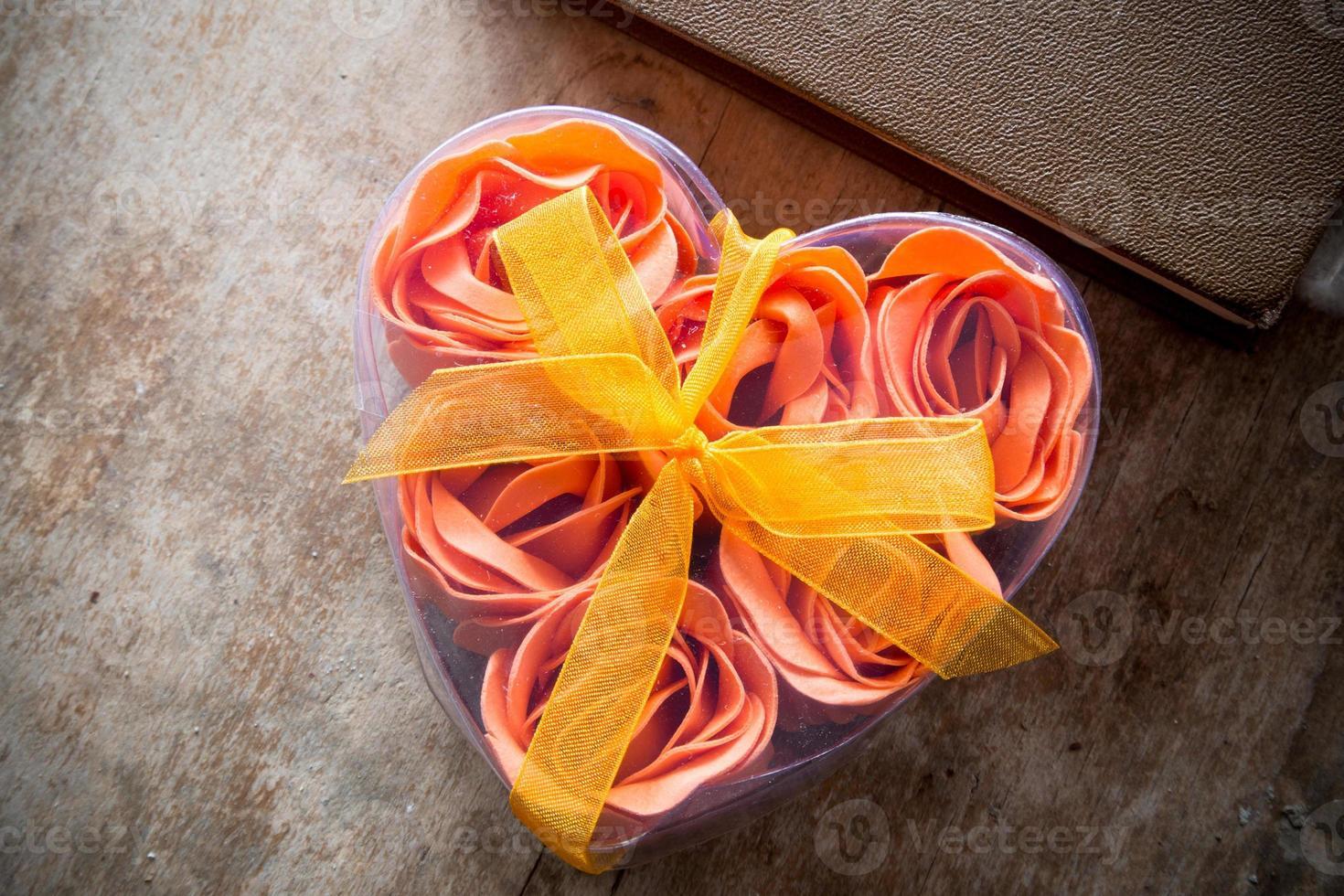 roos in hartvorm doos foto