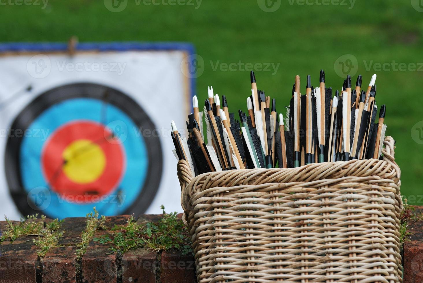 canasta de flechas con objetivo foto