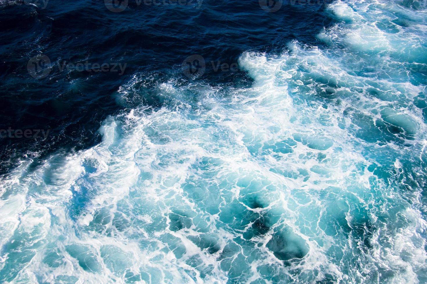 rastro de la nave en el agua foto