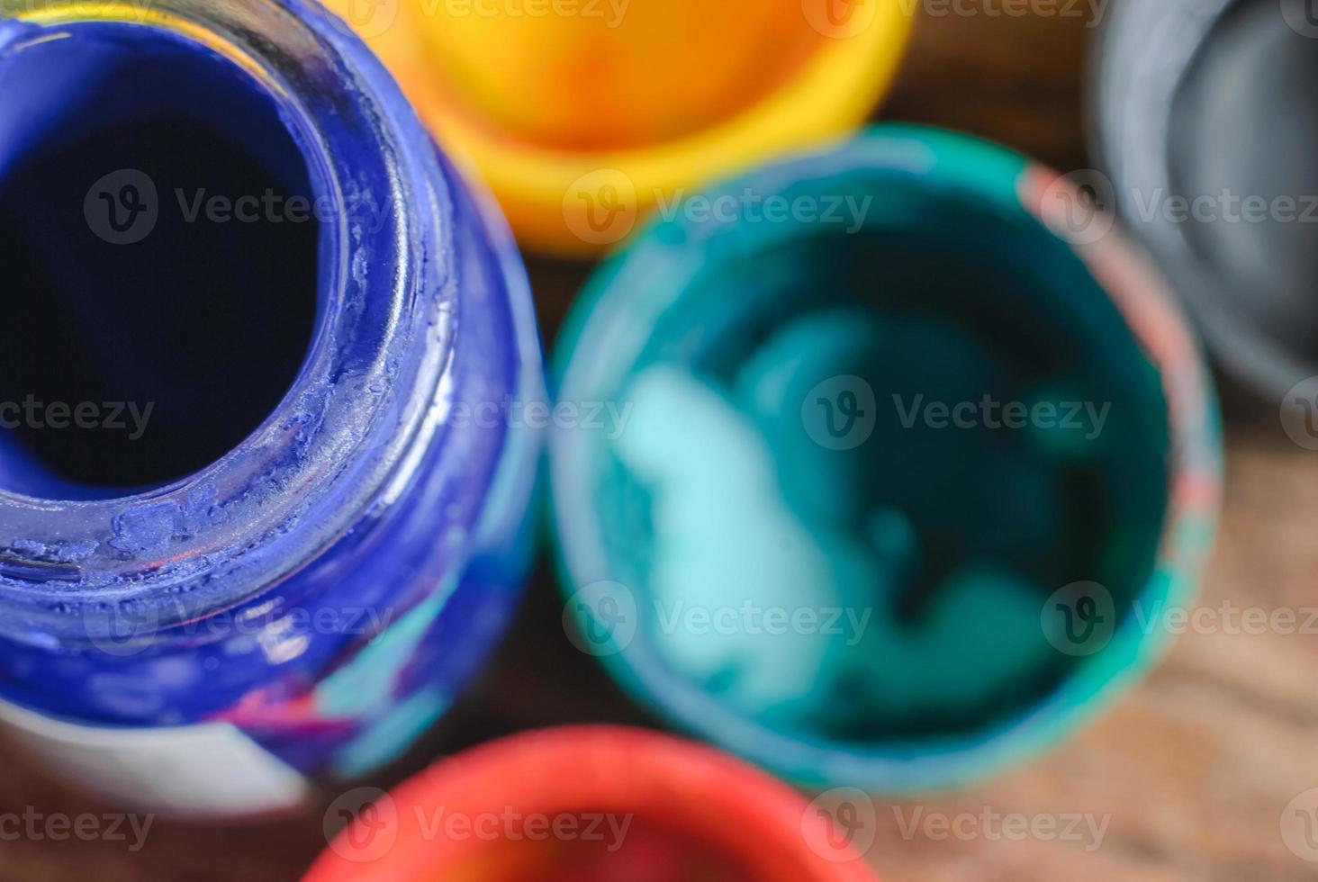 color de agua y botella vieja foto