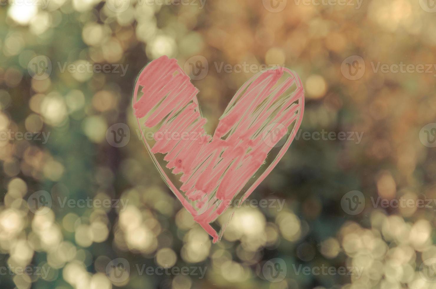corazón pintado sobre vidrio. foto