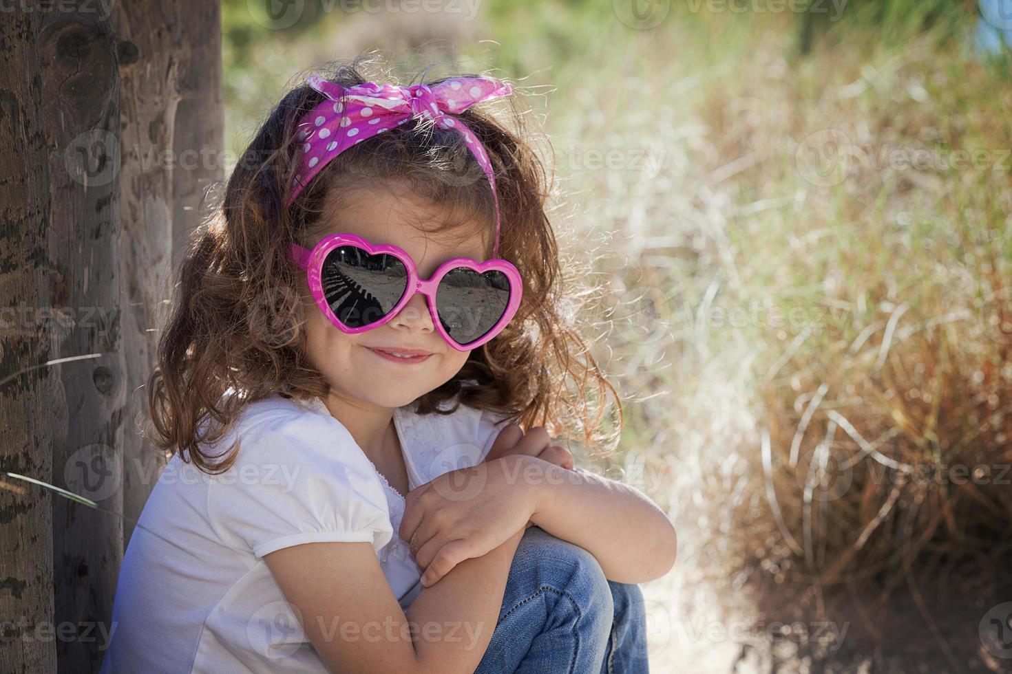 niño de verano con gafas de sol foto
