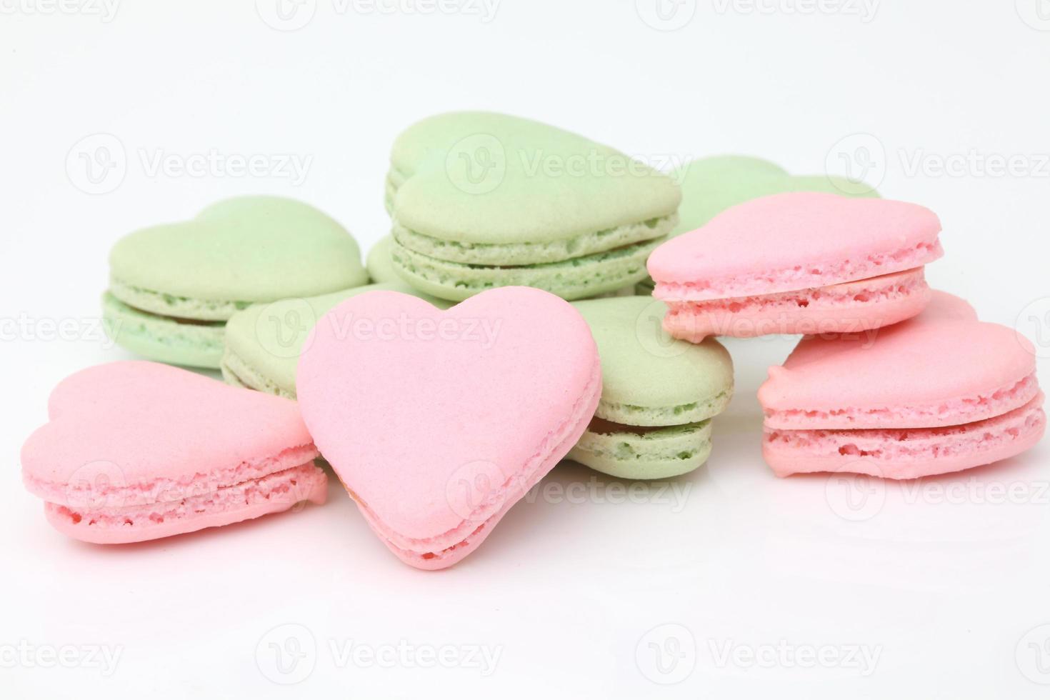 macarrones franceses en forma de corazón .dessert foto