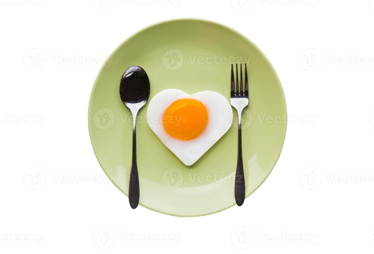 corazón de huevo frito y cuchara foto