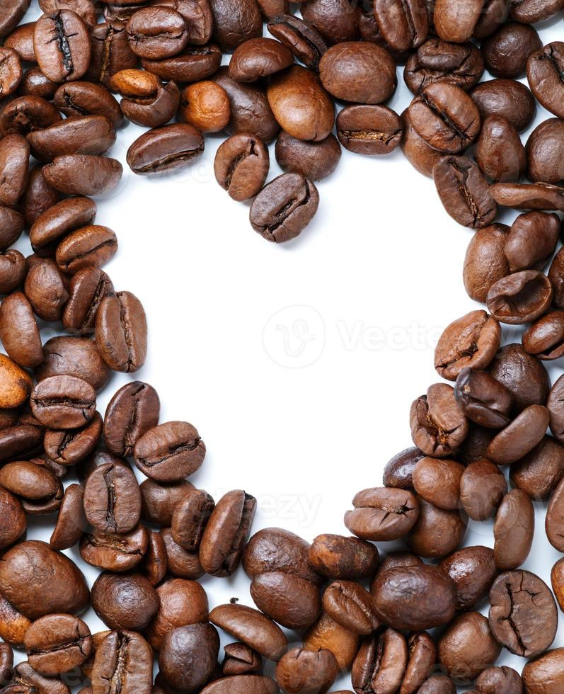 granos de café en forma de corazón foto