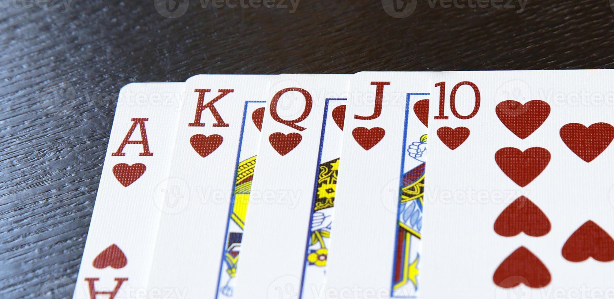 Internet casino poker escalera real combinación de cartas corazones foto