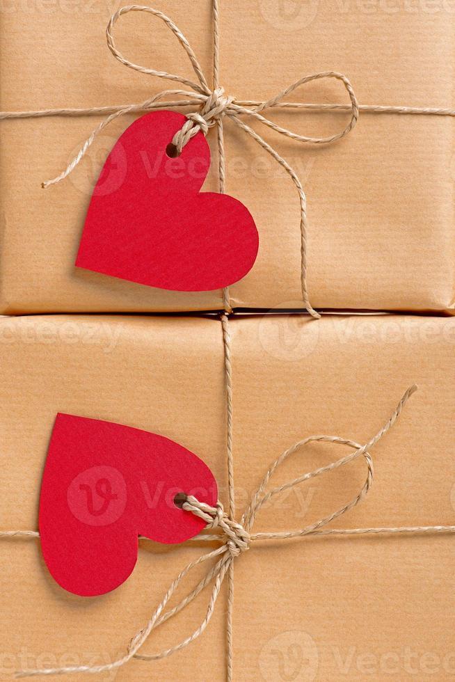cajas de regalo etiquetas en forma de corazón foto