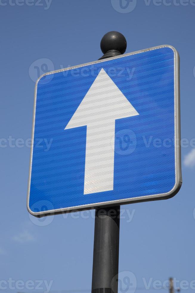 señal de tráfico unidireccional foto