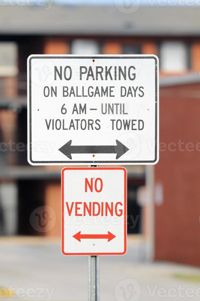 No hay estacionamiento en los días del juego de pelota firmar con vending foto