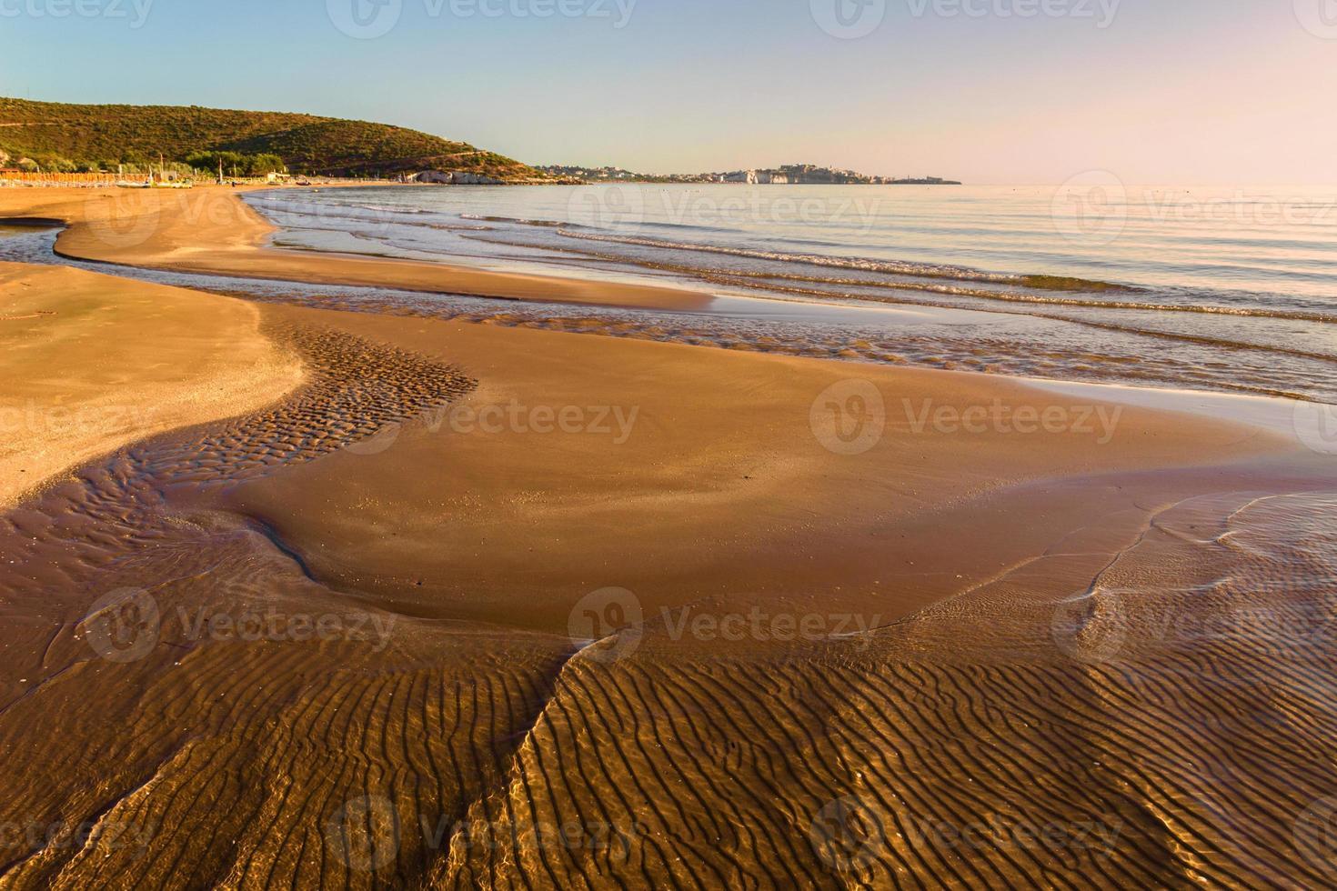 SUMMER. Gargano coast: low tide at dawn. Vieste (Puglia)- ITALY- photo