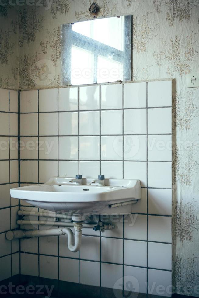 Waschbecken aus alten Zeiten photo