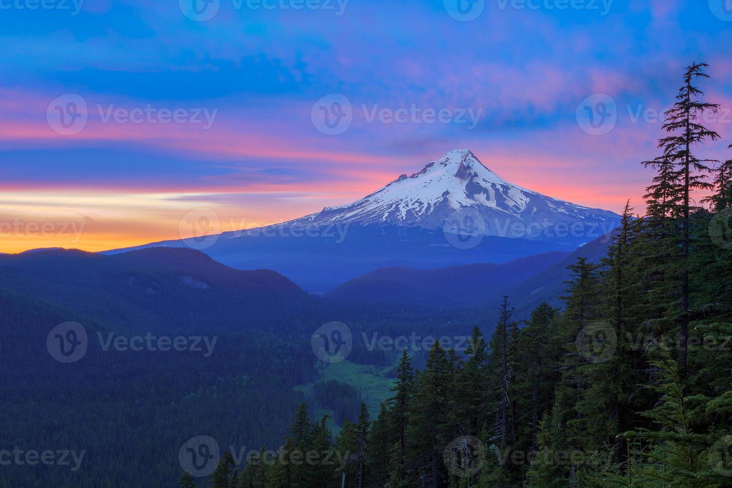 Beautiful Vista of Mount Hood in Oregon, USA photo