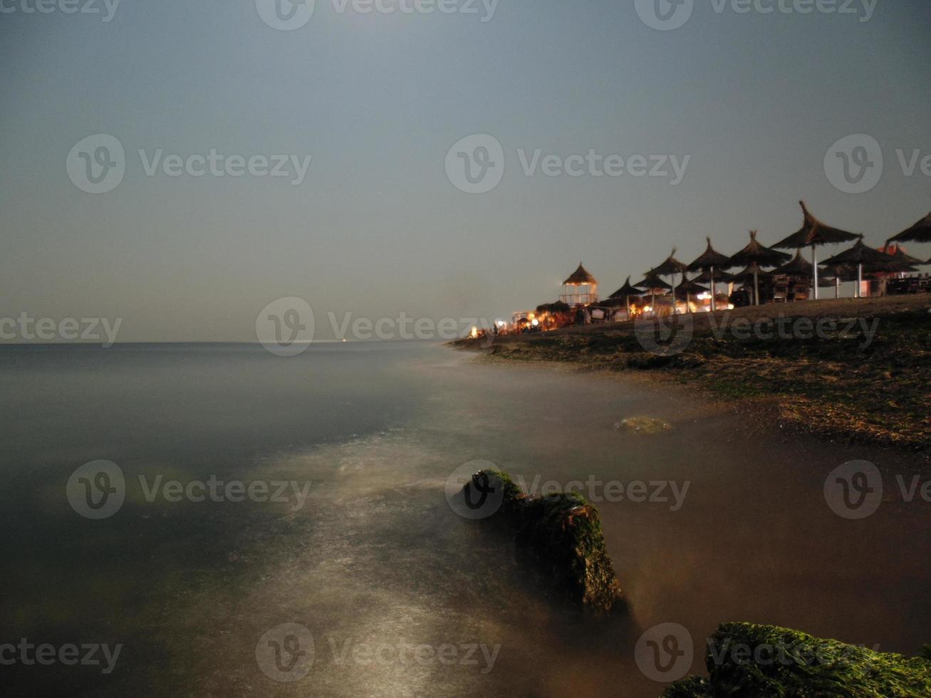 foto de larga exposición a la orilla del mar