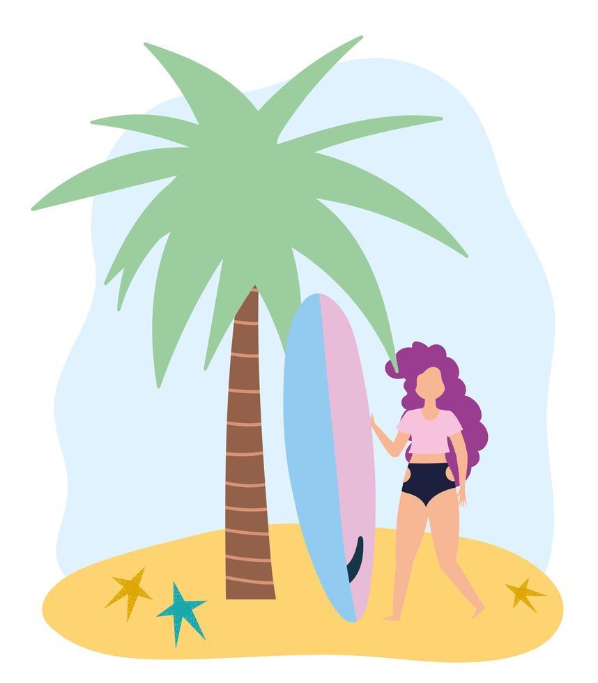 chica divertida con tabla de surf en la playa vector