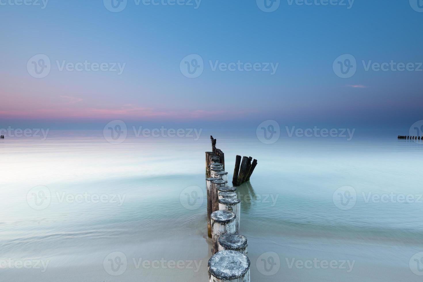 mar báltico y rompeolas. foto