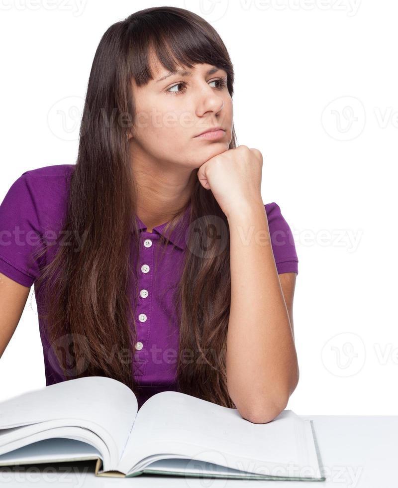 attent meisje met boek foto