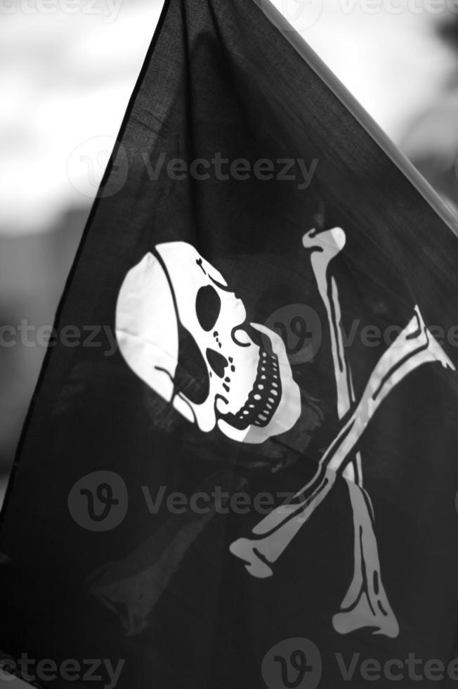 Jolly Roger Schädel und Cross Bones Flagge foto