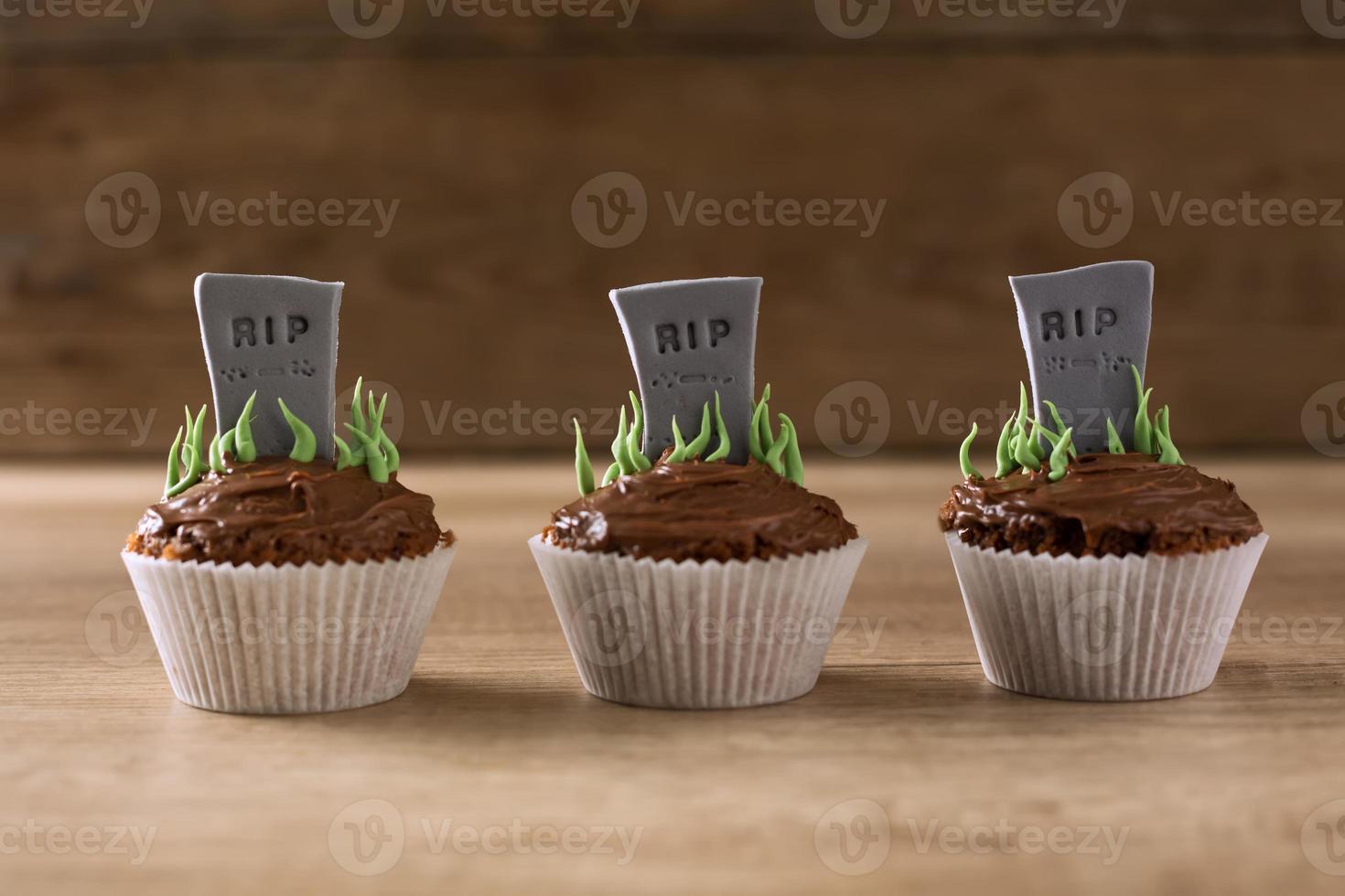 cupcakes de halloween rip grave foto