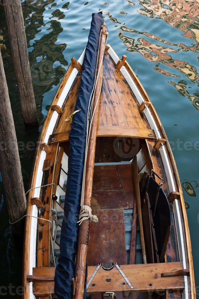 Venise bateau au canal photo