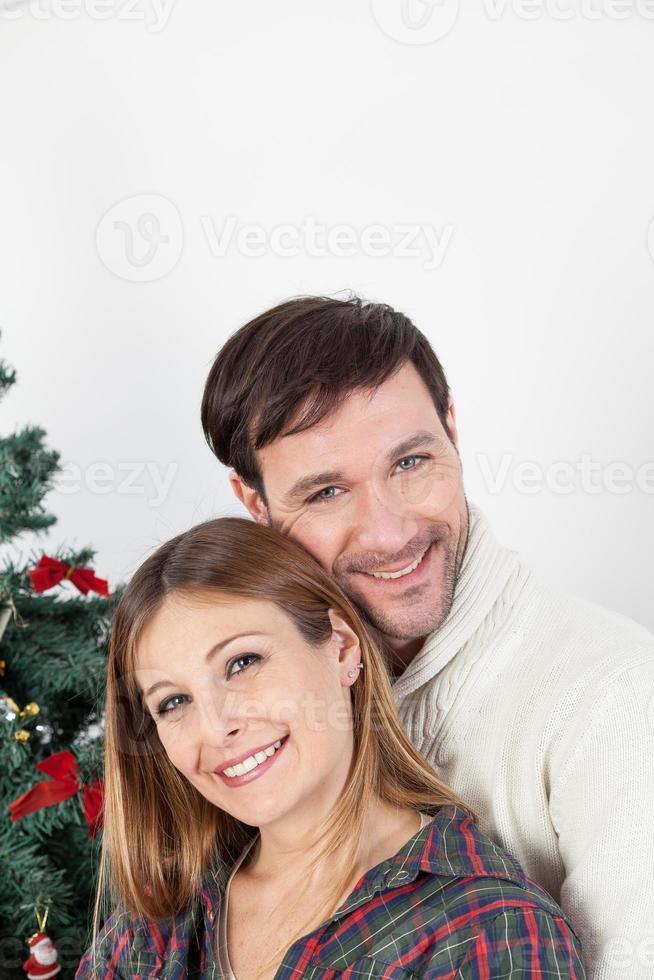 coppia felice sorridente a Natale foto