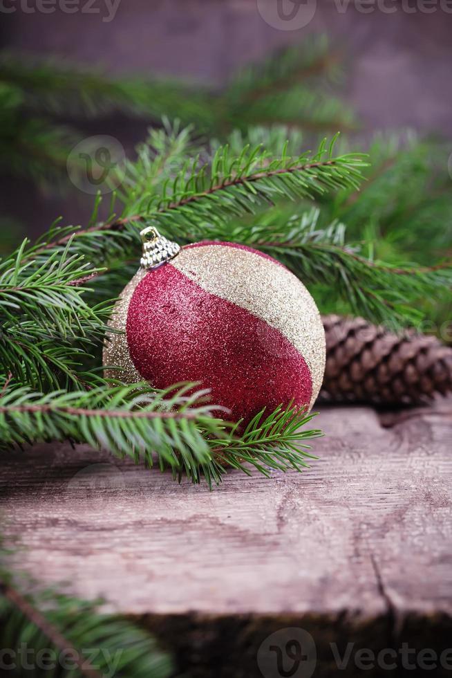 composición decorativa de navidad sobre fondo de madera foto