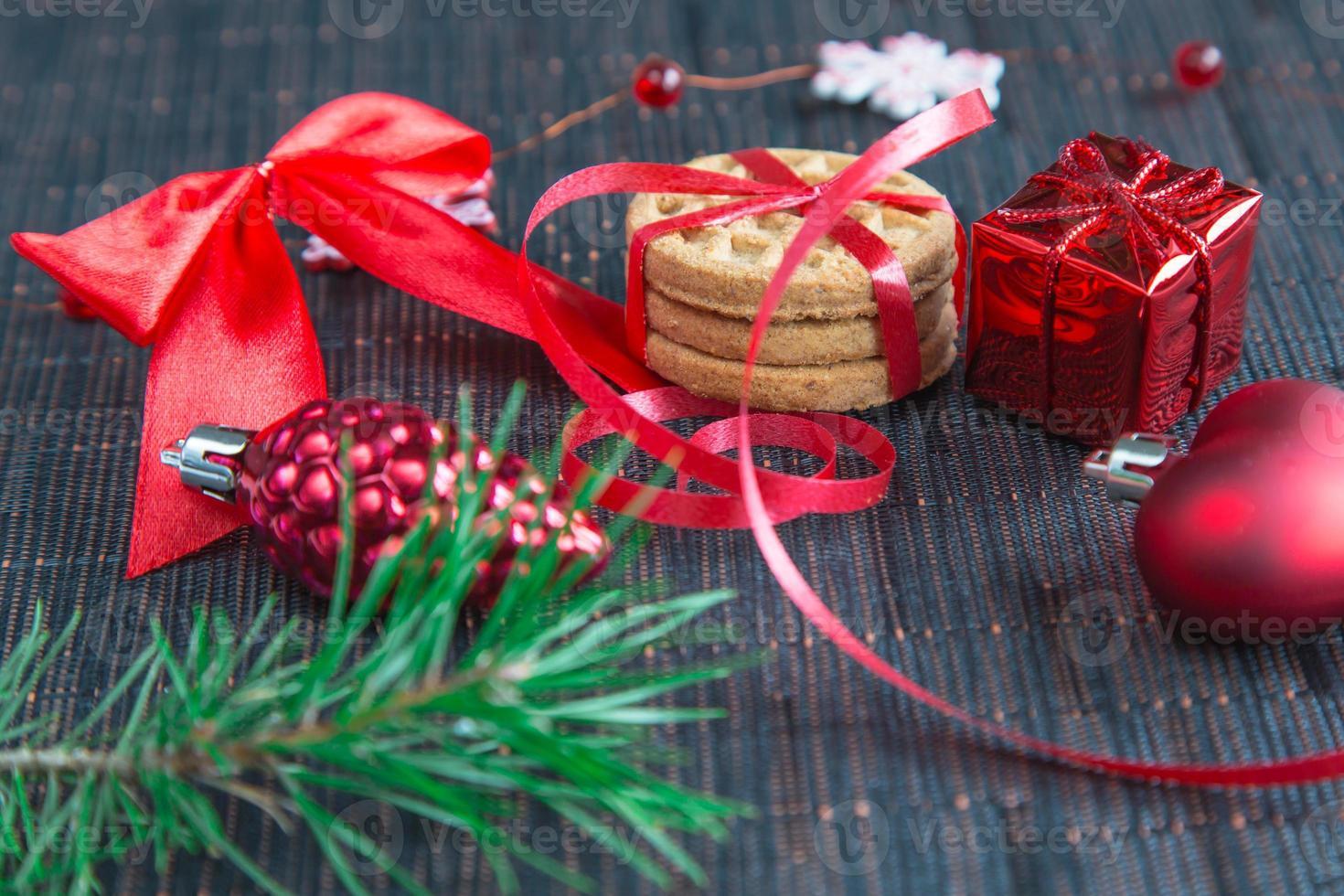 Kerst achtergrond met koekjes en decoraties foto
