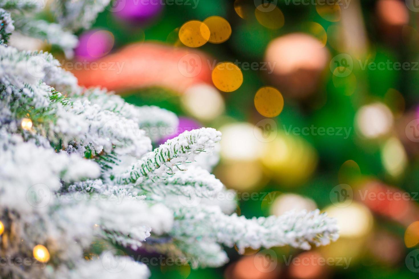 close up de decorações para árvores de natal foto