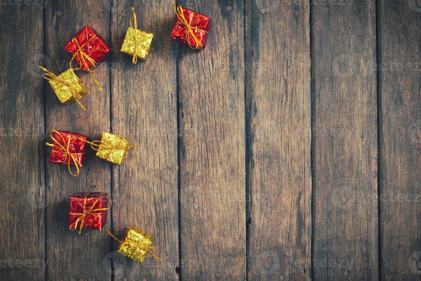 decoración vintage de navidad en el fondo de madera foto
