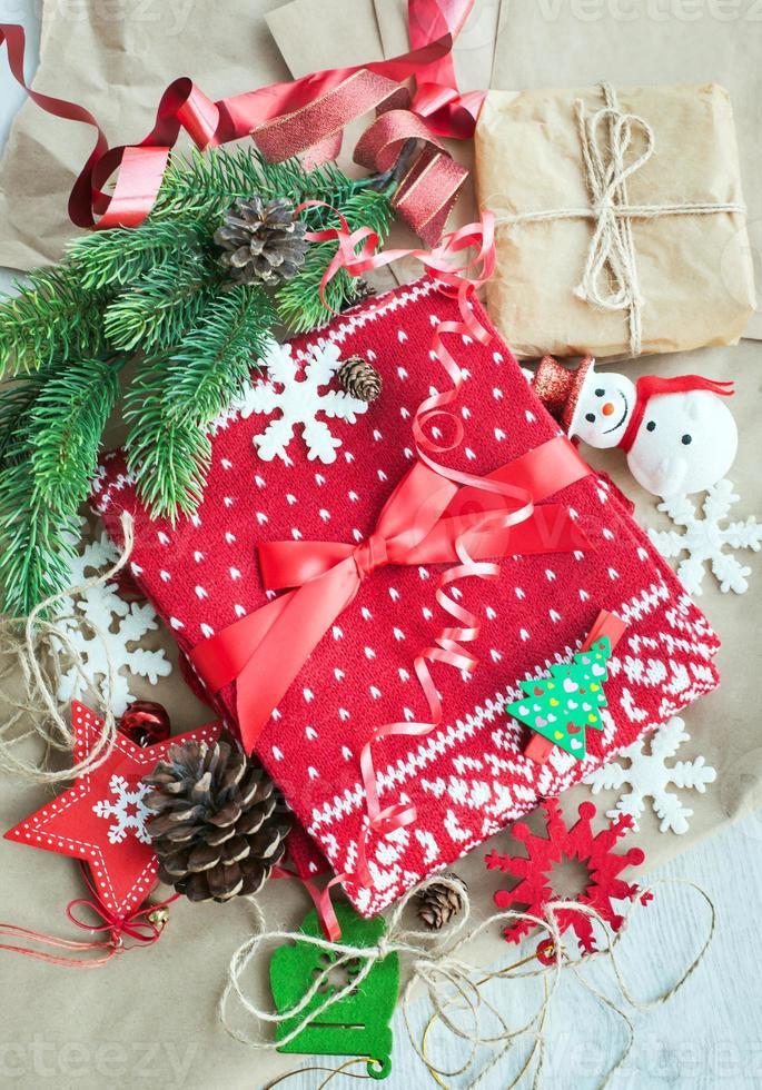 regalo de navidad y decoraciones foto