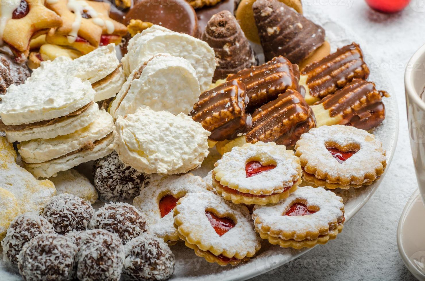 galletas navideñas y té fresco foto