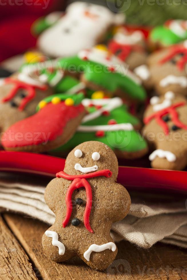 Galletas de Navidad de pan de jengibre helado tradicional foto
