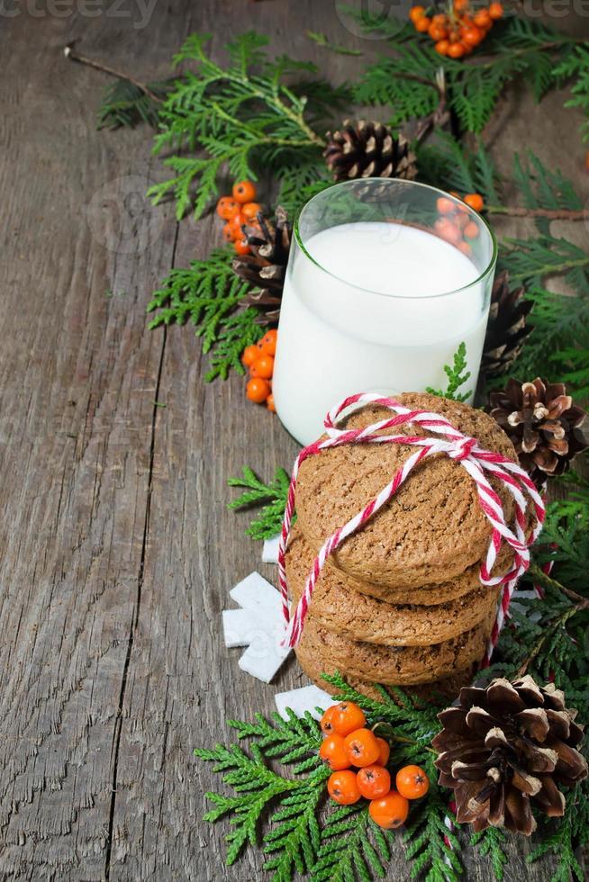 galleta de navidad y leche para santa foto