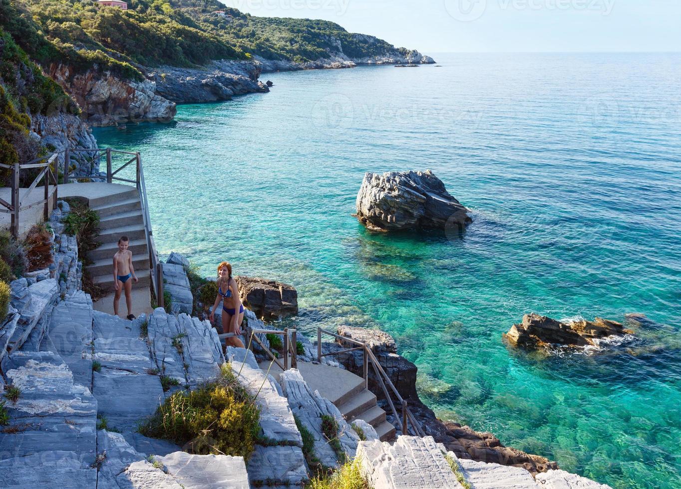 vista de verano de la playa de mylopotamos (grecia) foto