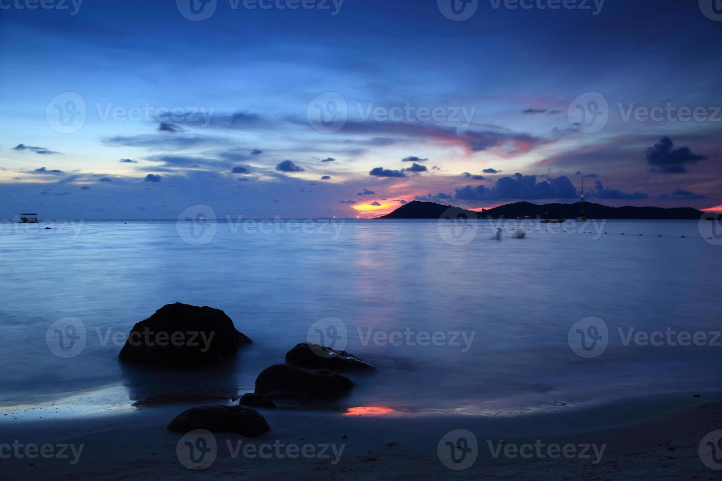 The beautiful view of sea at Khao Leam Ya photo