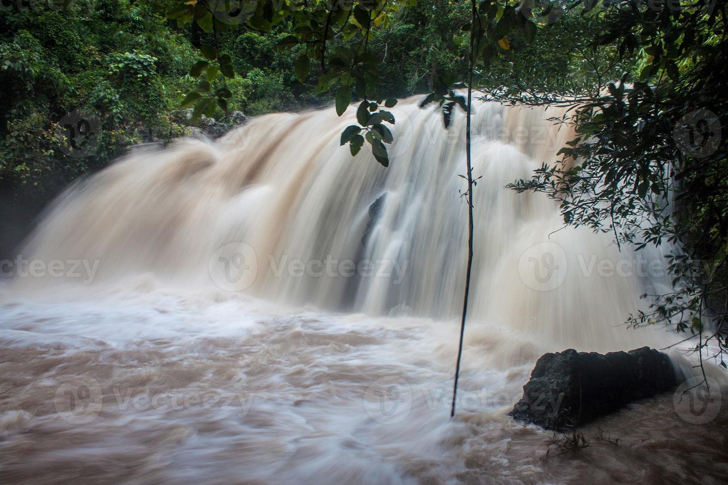 cascada en el parque nacional khao yai foto