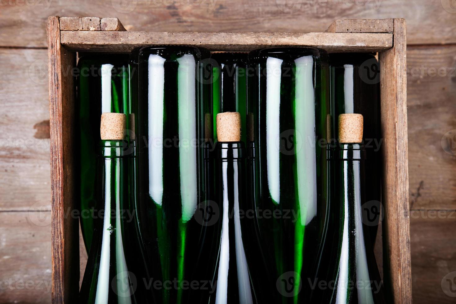 Weinflaschen in Holzkiste - Wine Bottles in wooden Box photo