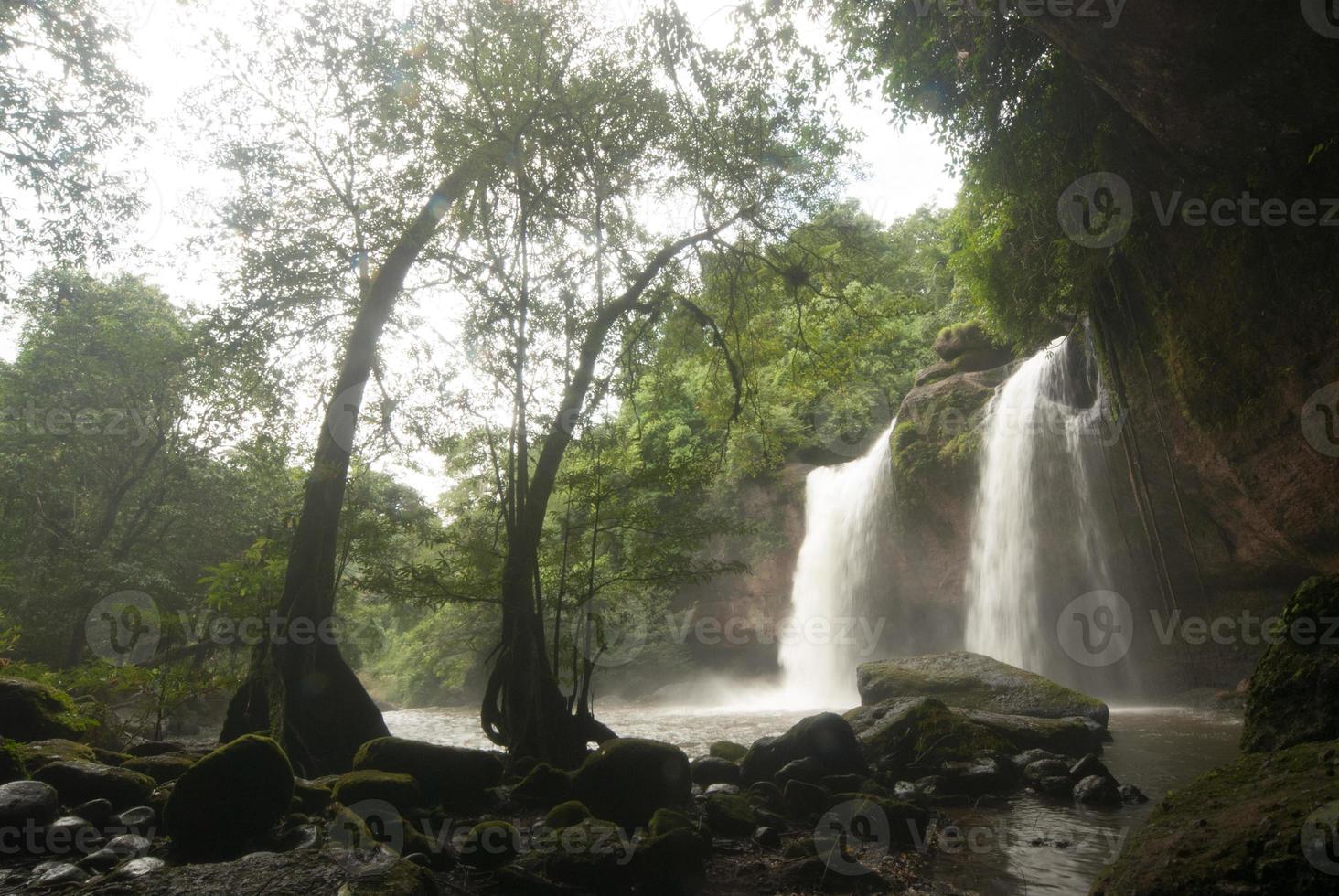 cascada haew suwat en el parque nacional khao yai, tailandia. foto