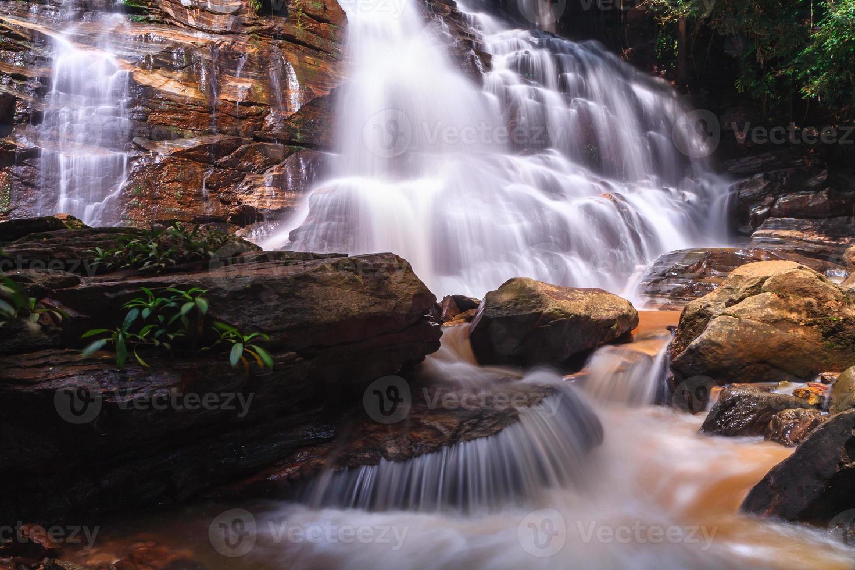 hermosa cascada, chiang mai, tailandia foto
