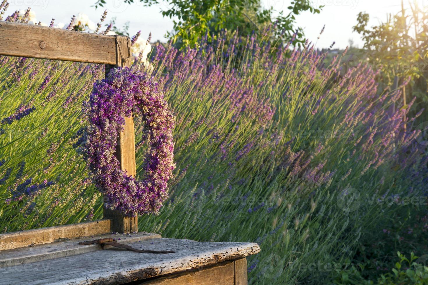 corona de flores de lavanda foto