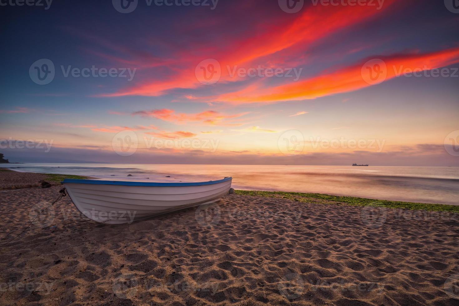barco y amanecer foto