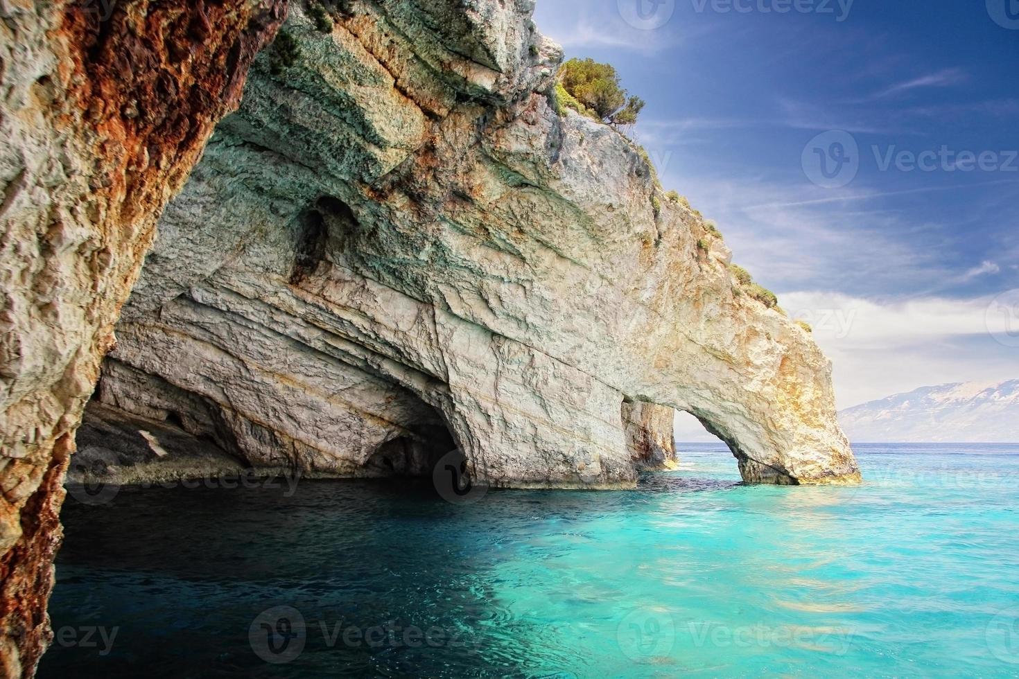 cuevas azules en zakynthos, grecia foto
