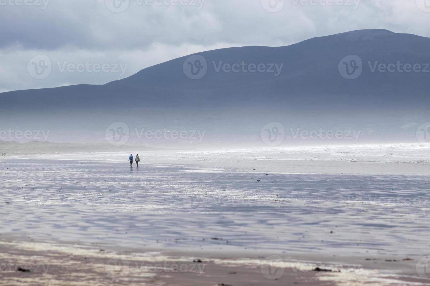 clima tormentoso en la playa foto