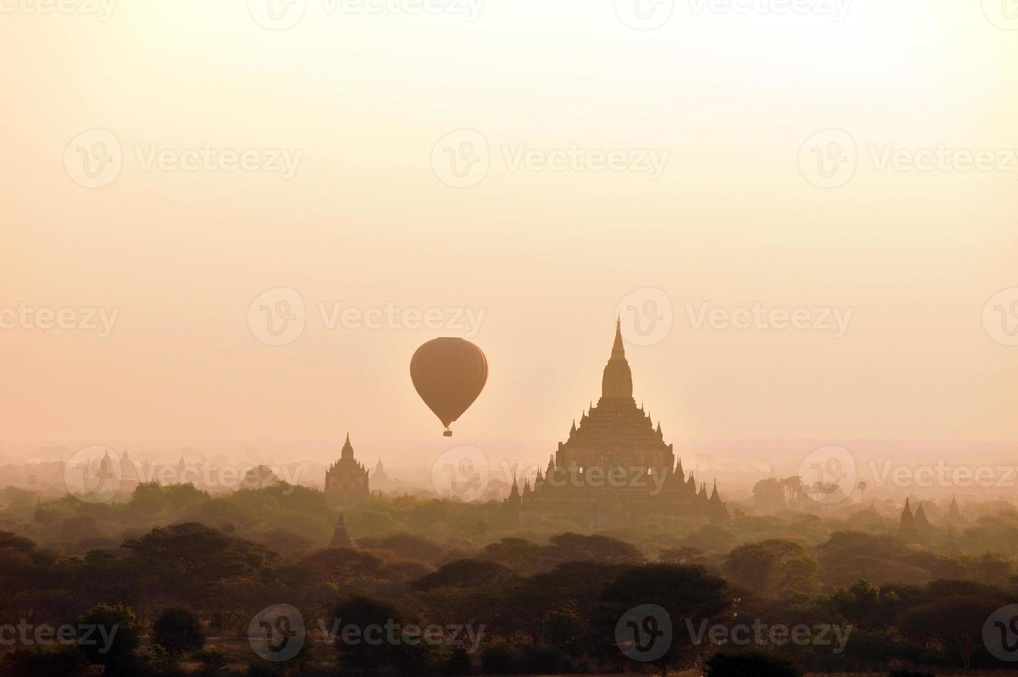 Temples of Bagan photo