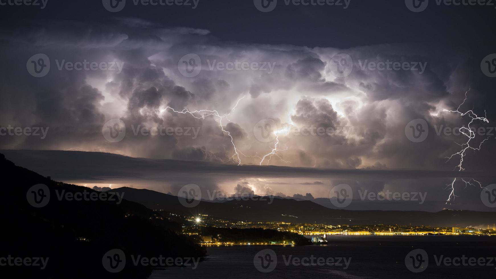 nubes de tormenta destructivas foto